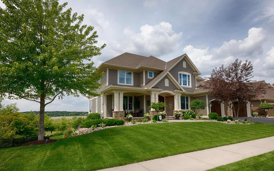 Determining the Right Shingle Color and Materials for Your Roof