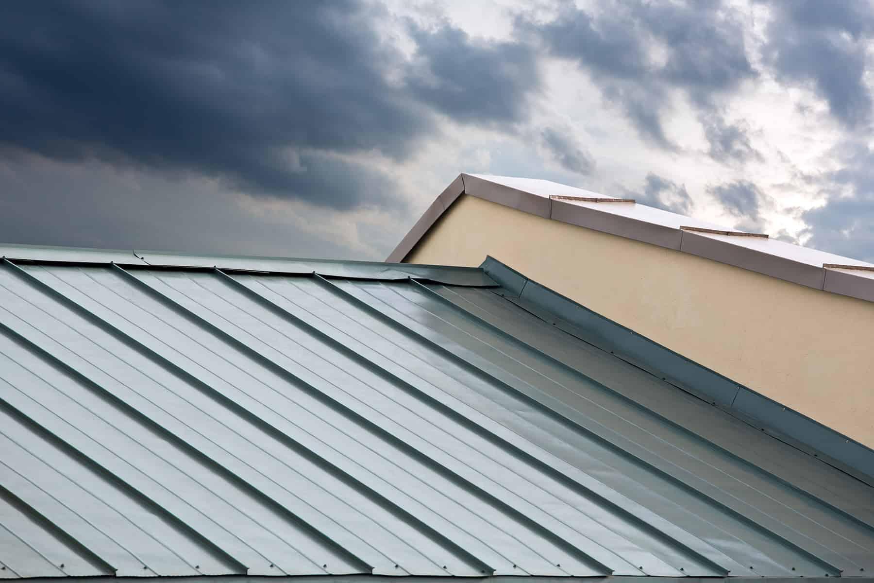 costo de un techo de metal